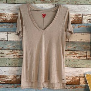 GUESS Tan Semi-Fitted Tan V-Neck Tee Size Medium